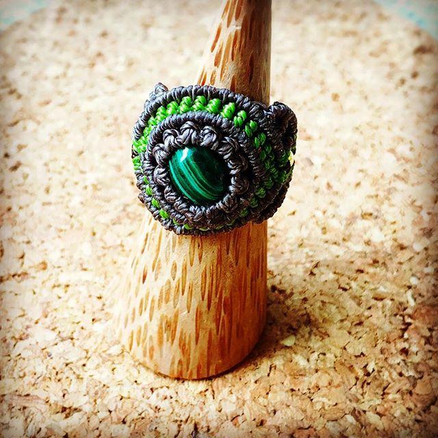 オーダー頂いてた、#マラカイト の指輪を本日お渡ししました以前購入して頂いたイヤリング友達お揃いです(^^)#マクラメ #アクセサリー #ハンドメイド #macrame #handmade #accessory