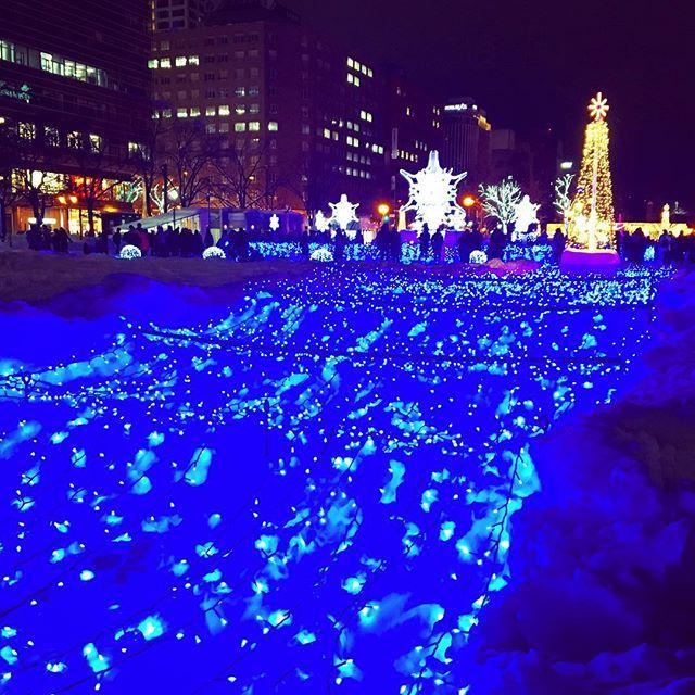 週末に、やっと#ホワイトイルミネーション と#ミュンヘンクリスマス市 へ。寒い寒いいいながら、ホットワイン飲むのがデフォルトです。#札幌市 #sapporo